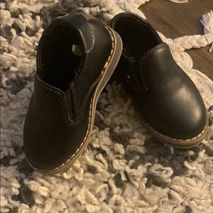 Dressing shoes (toddler)